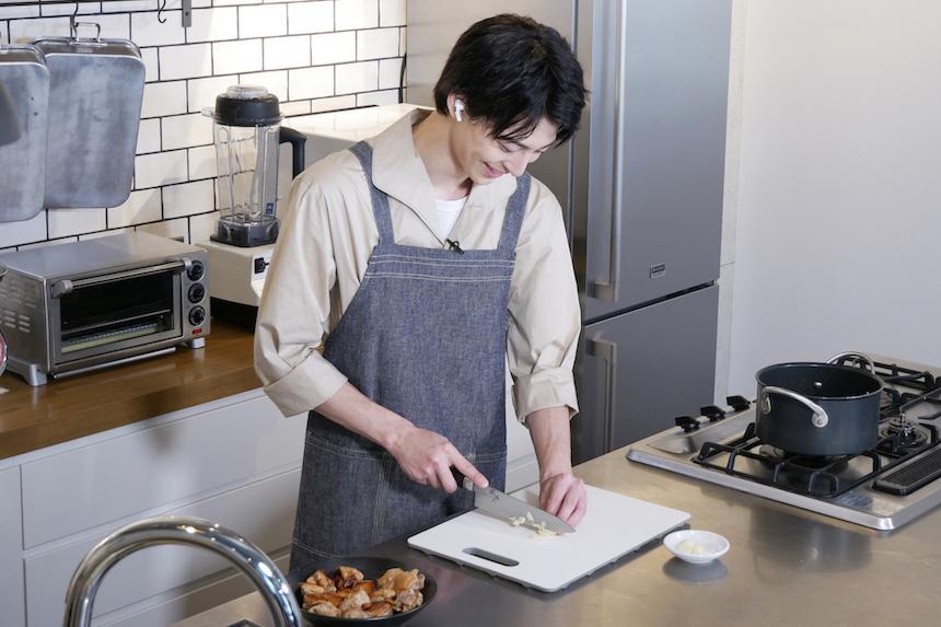 【#おうちでフィリピン】俳優の高杉真宙さんがフィリピン料理にチャレンジ!【Vol.1 アドボ編】